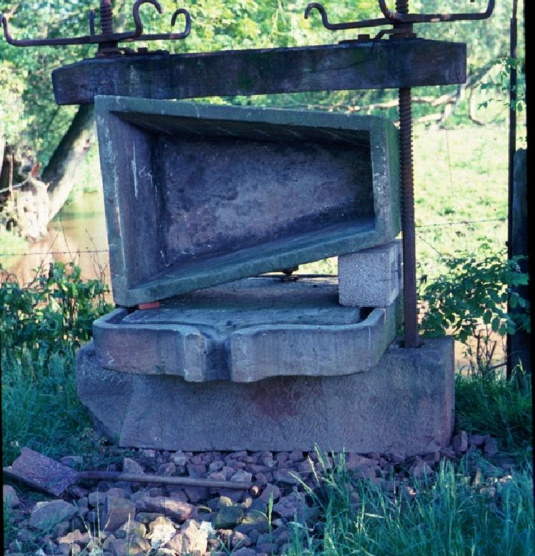 Pinford Farm [UK] cider press