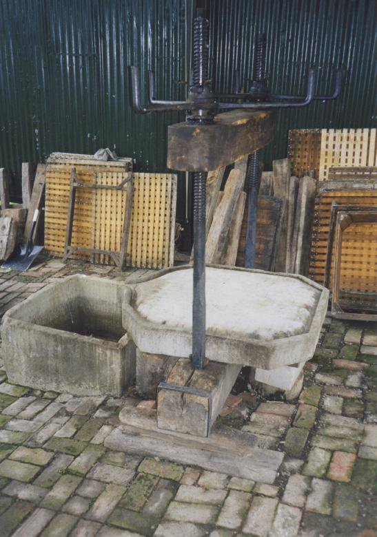 Lyne Down Farm [UK] cider press